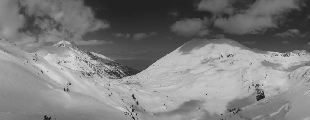 panorama-ot-Donchovi-Karayli-nadoly-s-grypata-(narrow)---b&w---web